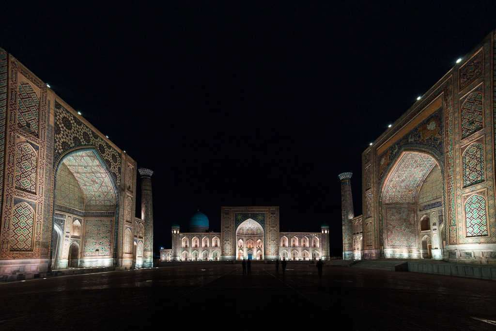 Plaza del Registán de noche, Samarcanda, Uzbekistán