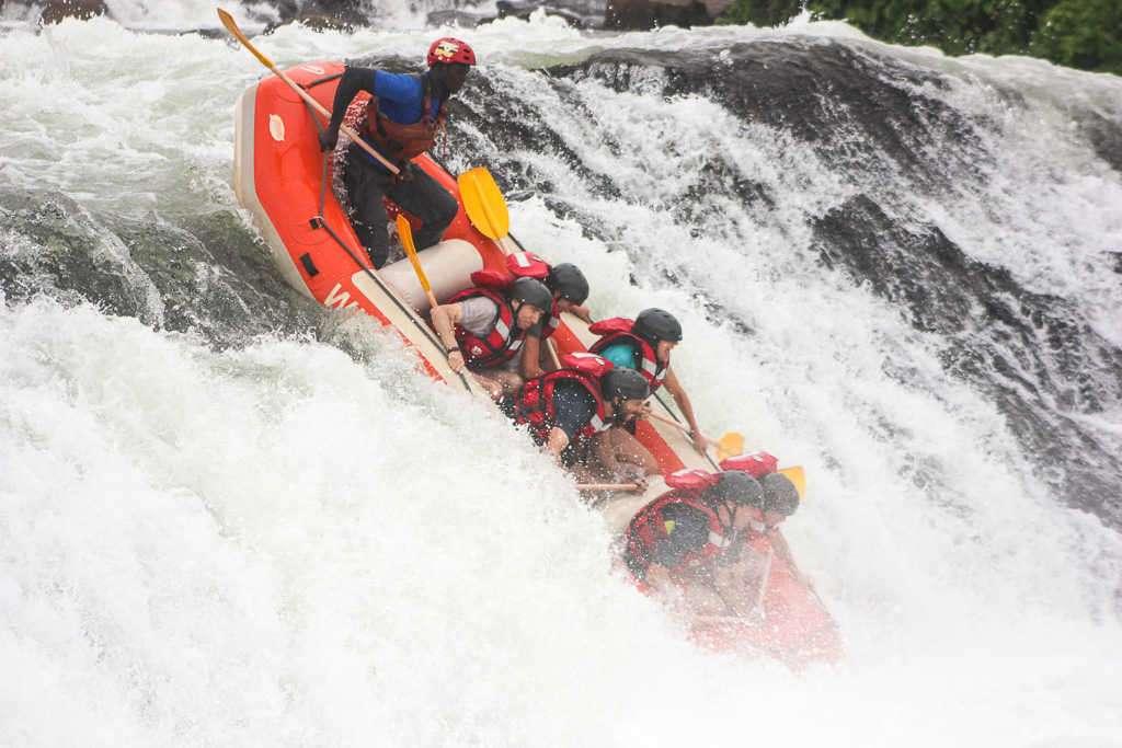 Rafting extremo en el Nilo Blanco en Jinja (Uganda)