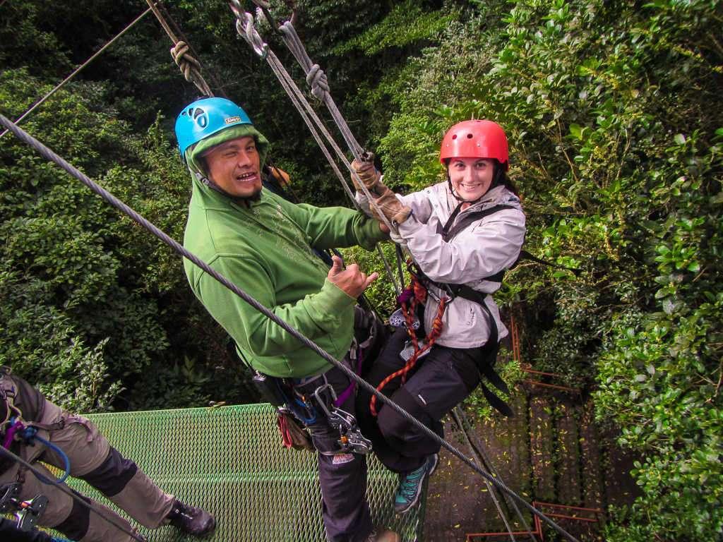 Rapel en el tour de canopy en Monteverde, Costa Rica