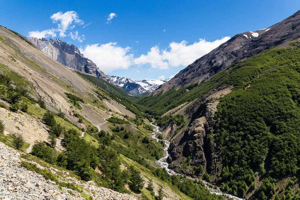 Valle de la ruta al mirador base Torres del Paine, Chile