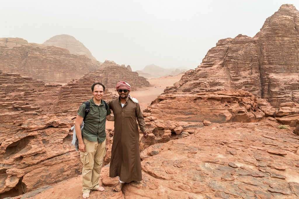 Vistas desde un risco de la duna roja, Wadi Rum, Jordania