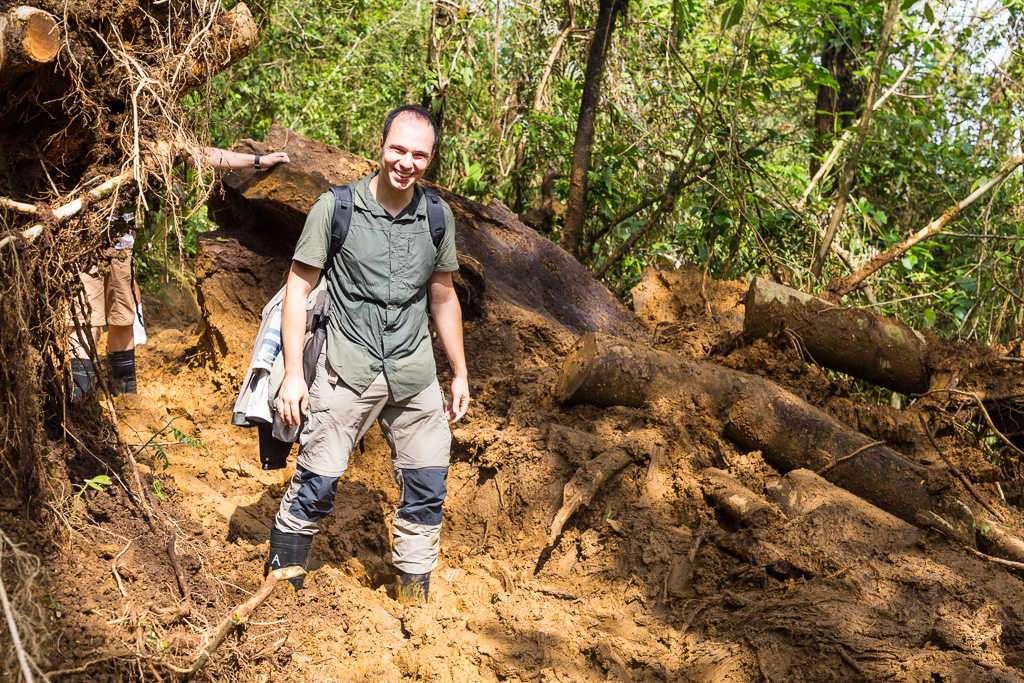 Con el barro casi hasta las rodillas en el parque nacional Volcán Tenorio (río Celeste), Costa Rica