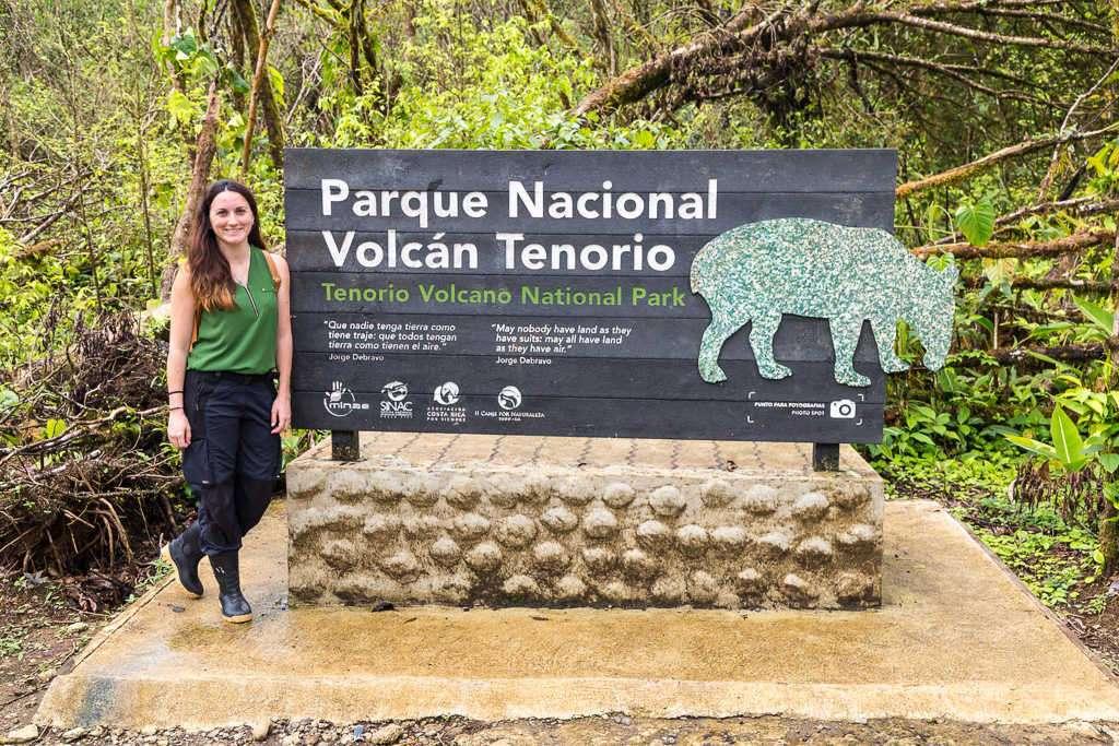 Cartel de entrada del parque nacional Volcán Tenorio, Costa Rica
