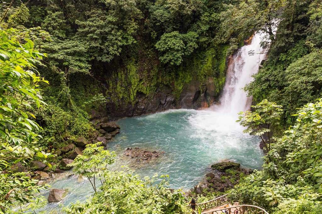 Catarata río Celeste en el parque nacional Volcán Tenorio, Costa Rica