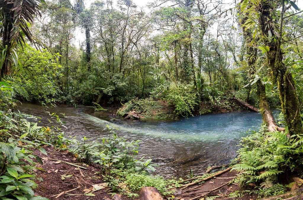 Teñideros del río Cesleste en el parque nacional Volcán Tenorio, Costa Rica