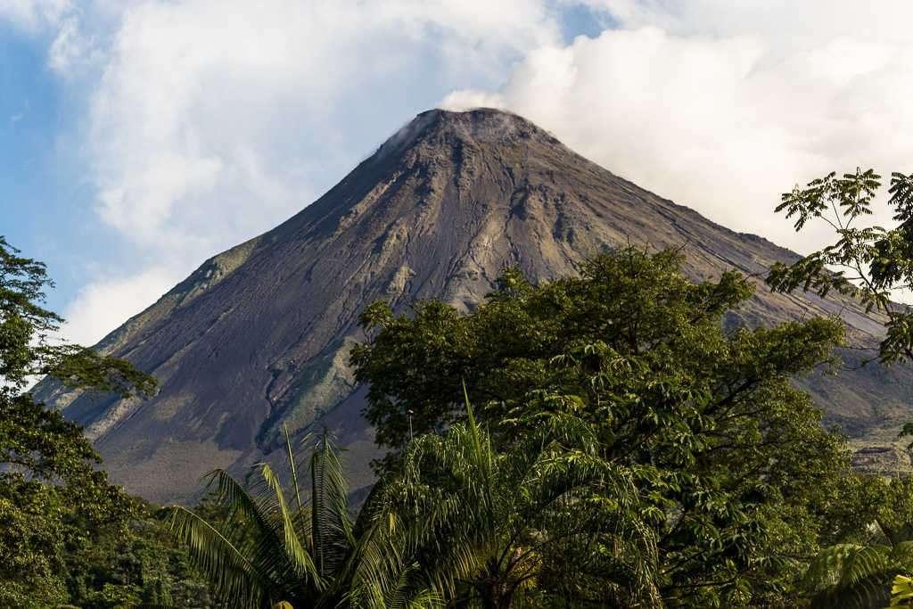 Vistas del volcán Arenal desde el mirador de Las Coladas, Costa Rica