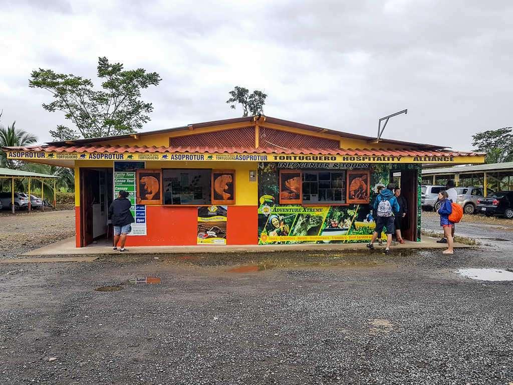 Edificio venta de entradas barco la Pavona-Tortuguero, Costa Rica