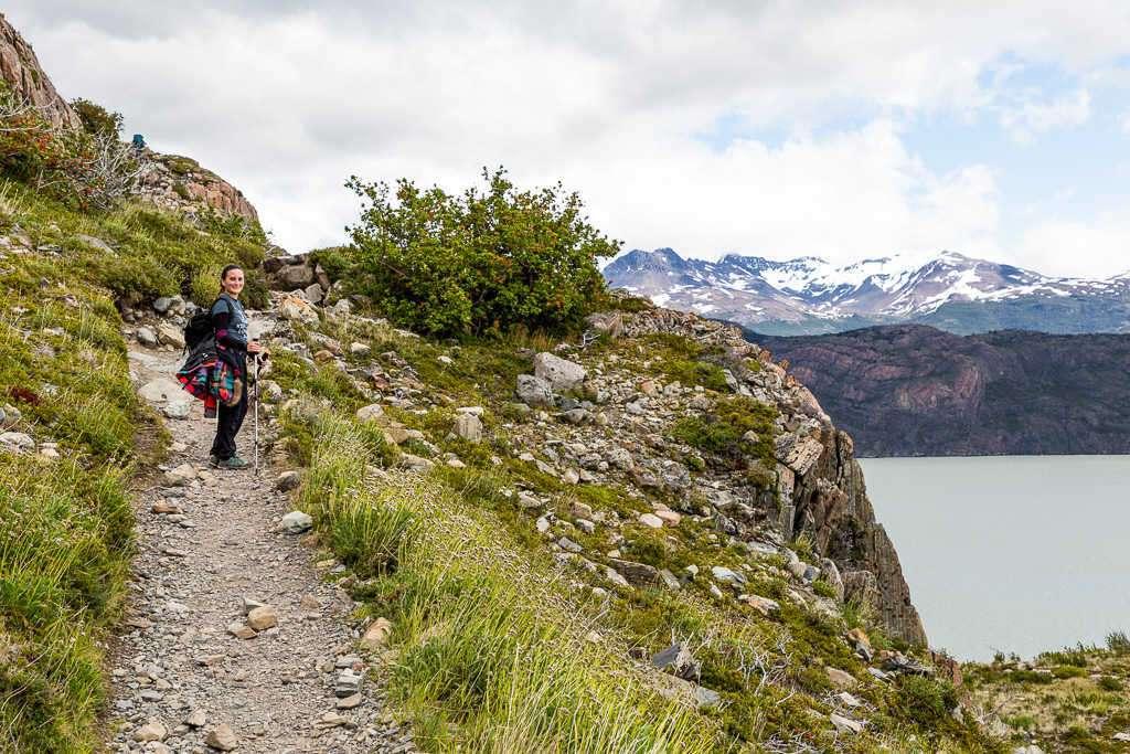 Sendero en la ruta refugio Grey - Paine Grande, Torres del Paine, Chile