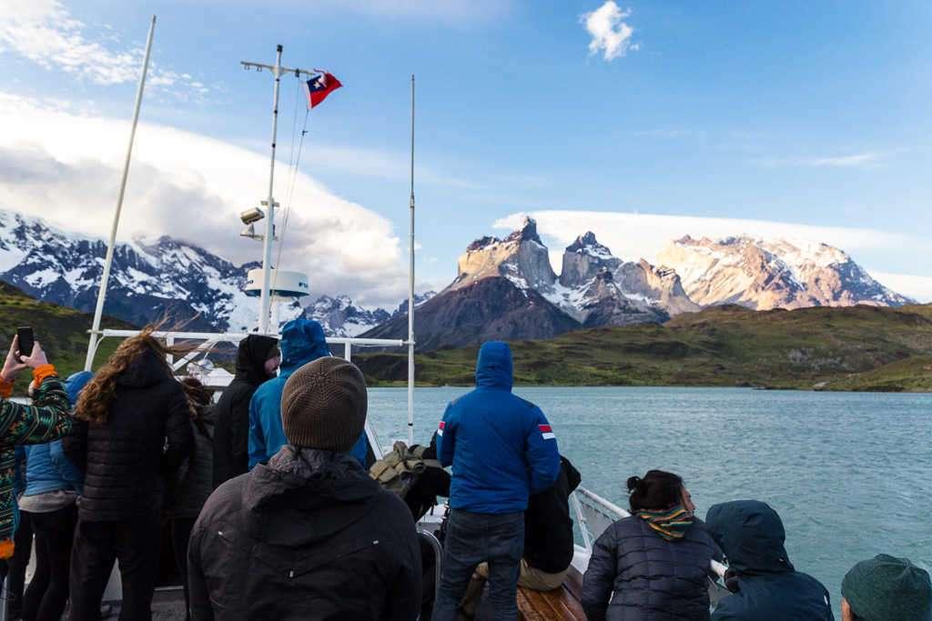 Ferry en el lago Pehoé, Torres del Paine, Chile