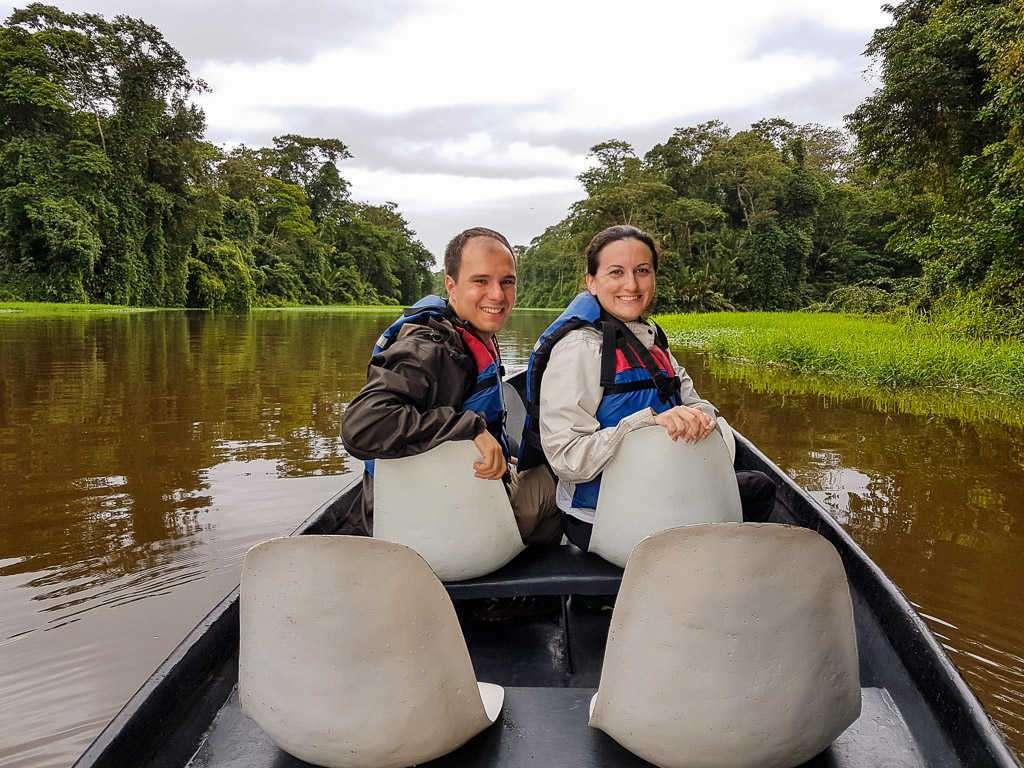 Nosotros en la barca recorriendo los canales del parque nacional Tortuguero, Costa Rica