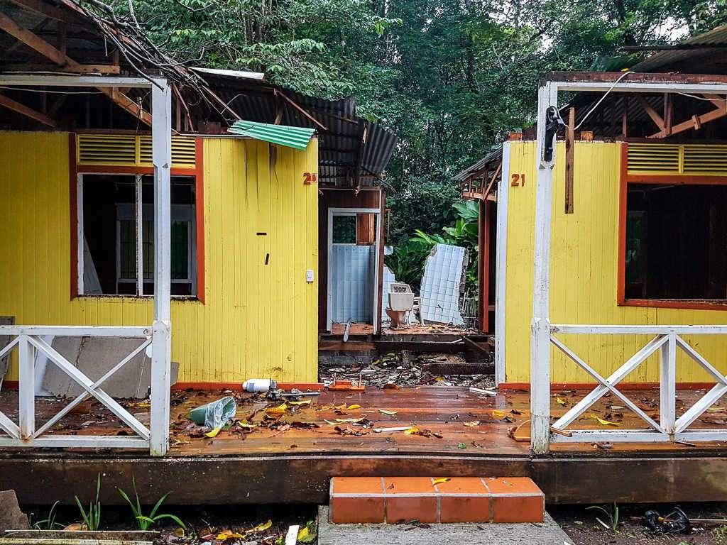 Cabañas destruidas por el temporal, Tortuguero, Costa Rica