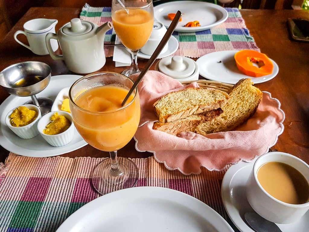 Desayuno en Kelly Creek, Cahuita, Costa Rica