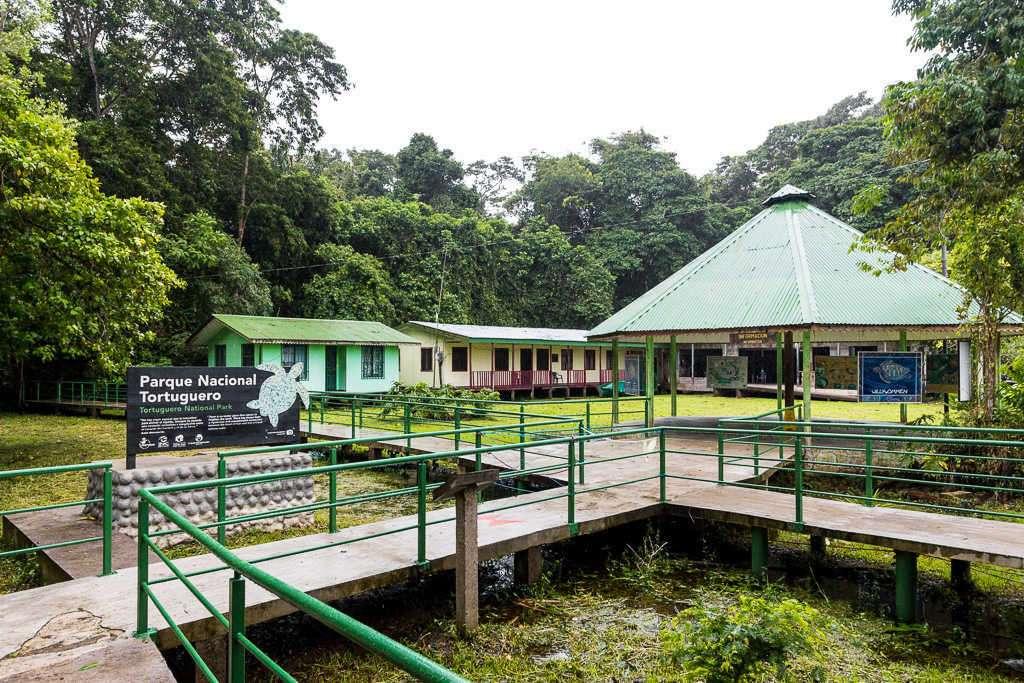 Entrada parque nacional Tortuguero, puesto Cuatro Esquinas, Costa Rica