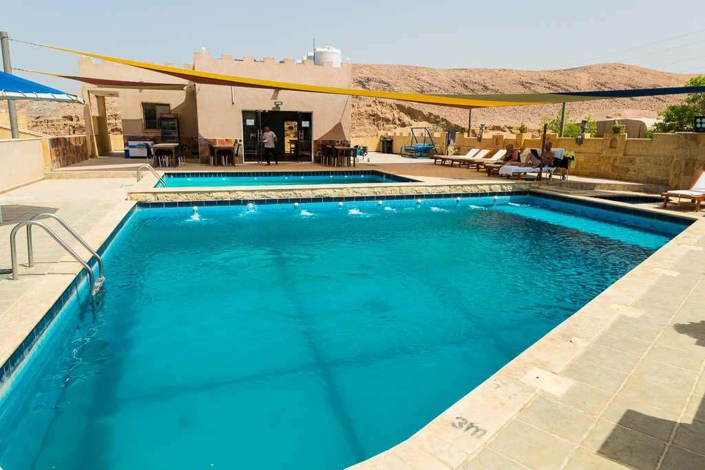Piscina del Arab Divers Resort, Aqaba, Jordania