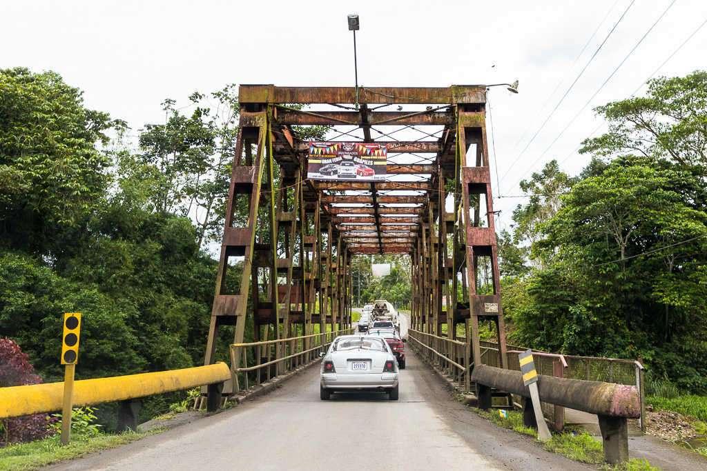 Puente cercano a La Pavona, Costa Rica