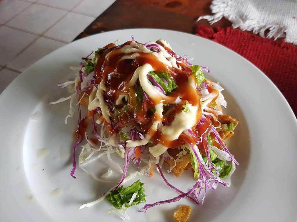 Taco con ensalada en la soda la Culebra, Tortuguero, Costa Rica