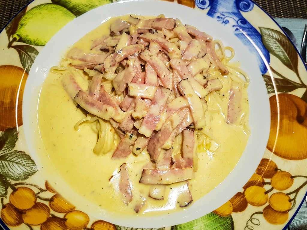 Pasta carbonara en el restaurante del hotel Country Inn & Suites, San José, Costa Rica