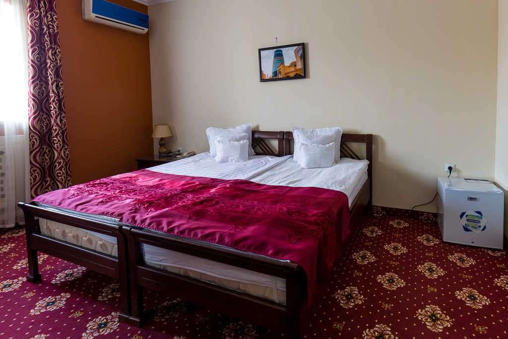 Habitación doble del hotel Arkanchi, Jiva, Uzbekistán