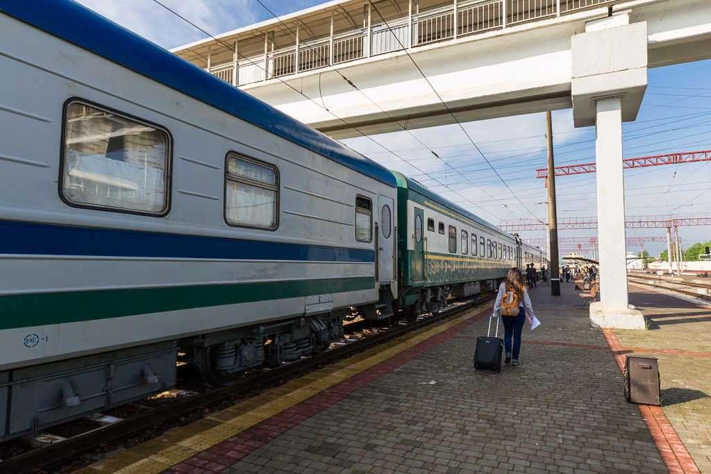Andenes de la estación de Tashkent, Uzbekistán